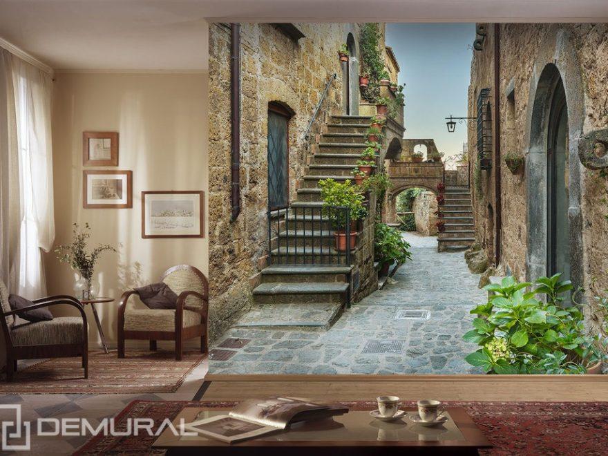 Wache über schönen Mietshäusern haltend - fototapete